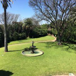 El jardín de la villa se encuentra perfectamente conservado. Originalmente terminaba en el río.
