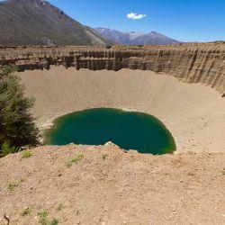 El Pozo de las Ánimas está ubicado a unos 58 km de la ciudad de Malargüe, camino a Valle de Las Leñas.