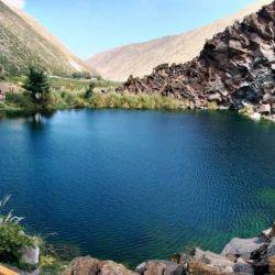 La Laguna de la Niña Encantada se encuentra a metros del Río Salado y a unos 40 km al noroeste de la ciudad de Malargüe y camino a Valle de las Leñas.