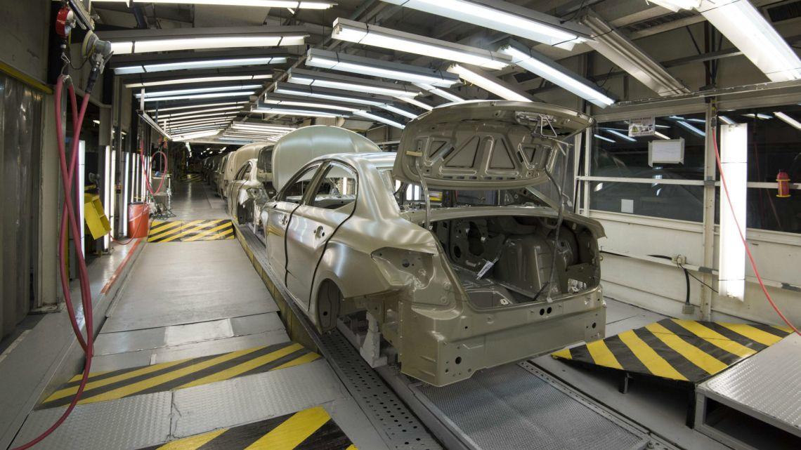 En octubre mejoró 15% la producción de autos, según Adefa