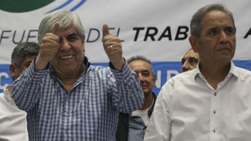 Los dirigentes sindicales Hugo Moyano (Camioneros) y Sergio Palazzo (La Bancaria).