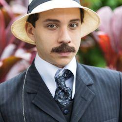 Con 19 años y libre de preocupaciones económicas, Santos Dumont comenzó sus estudios de Mecánica, Electricidad, Física y Química en París.