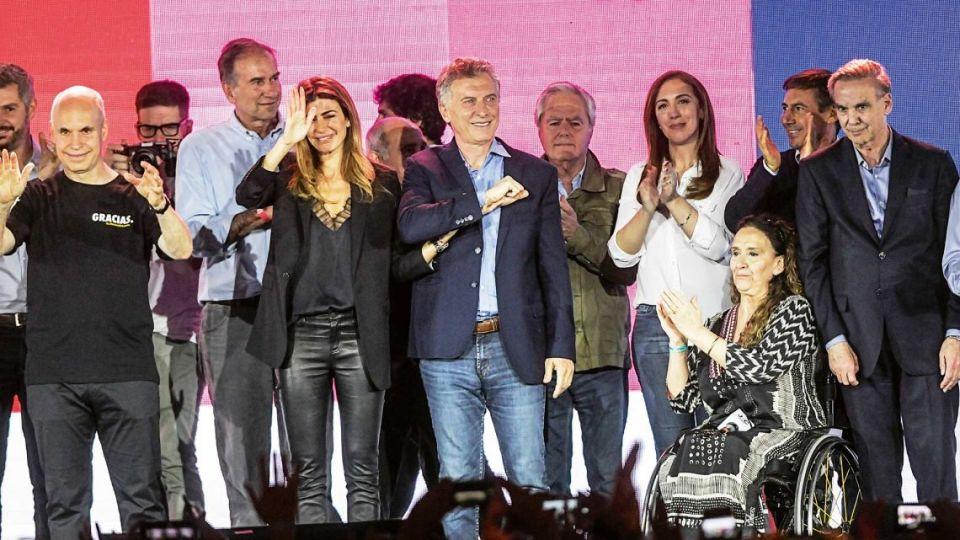 Mauricio Macri junto al equipo de Cambiemos