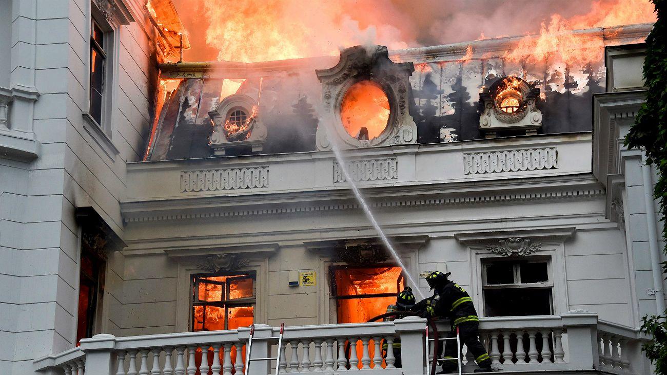 Chile en llamas: arde una Universidad en medio de una gran movilización