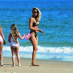 Lejos de Cubero, así fue el cumpleaños de Nicole: bici y playa con sus hijas en Punta