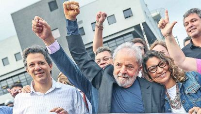 Afuera. Tras 580 días en prisión, Lula da Silva quedó en libertad por un fallo del STF sobre prisión en segunda instancia.