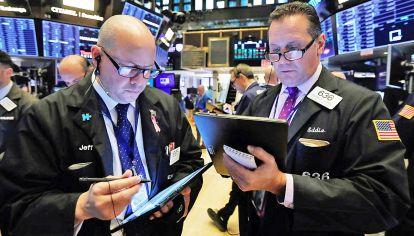 Wall street. Los fondos siguen el precio de los títulos argentinos, que descuentan una quita.