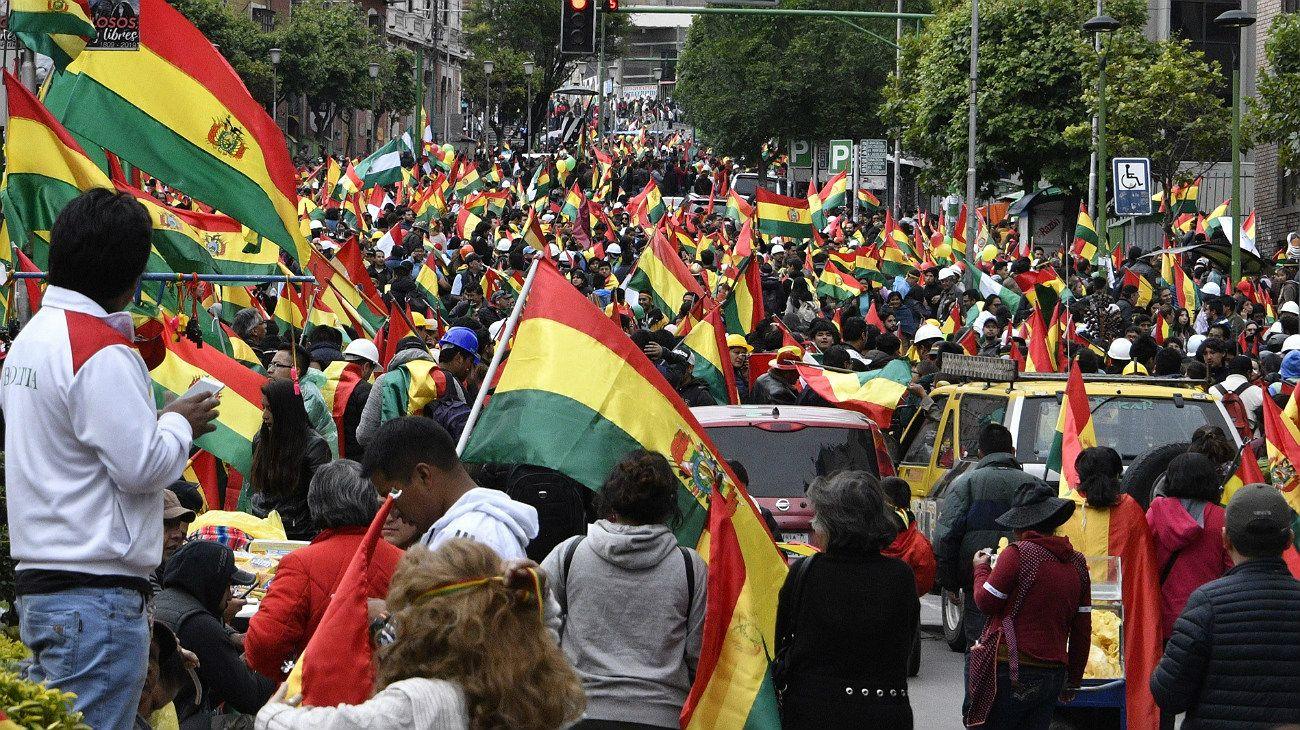 Miles de bolivianos salen a las calles a festejar la renuncia de Evo Morales