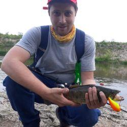 Pescar truchas, tanto con artificiales como con carnada natural, siempre es una actividad muy divertida.