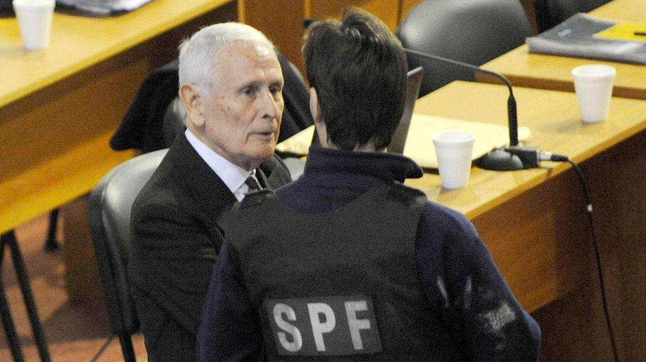 La Corte Suprema confirmó que Etchecolatz deberá cumplir su condena en la cárcel
