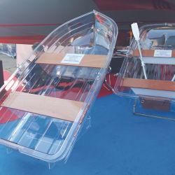 Desde Milán, la firma VP con su bote de policarbonato transparente Tender T220 despertó el interés de los habitantes de zonas de aguas cristalinas