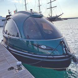 """Jet Capsule """"Made in Italy"""" con su llamativo modelo de 24 pies de eslora. Cabina completamente cerrada con capacidad para cinco personas."""