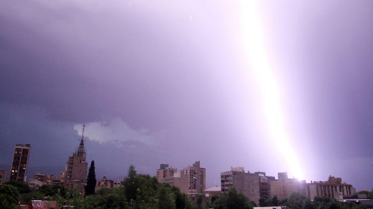 Impresionante tormenta eléctrica en Mendoza.