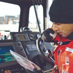 El VHF es obligatorio a bordo según la ordenanza 1/18 de Prefectura. Y es mucho más eficiente que un celular ante una emergencia.