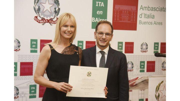 Valeria Mazza fue condecorada por la Embajada de Italia