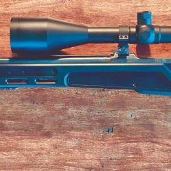 Derecha: el conjunto acción/cañón de un fusil CZ 550, ya instalado en un chasis KRA y listo para ser utilizado.