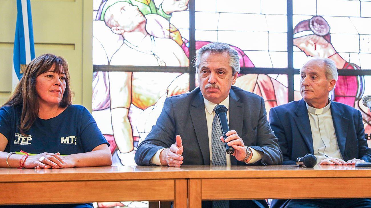 Iglesia, piqueteros y Fernández acuerdan trabajar para eliminar el asistencialismo