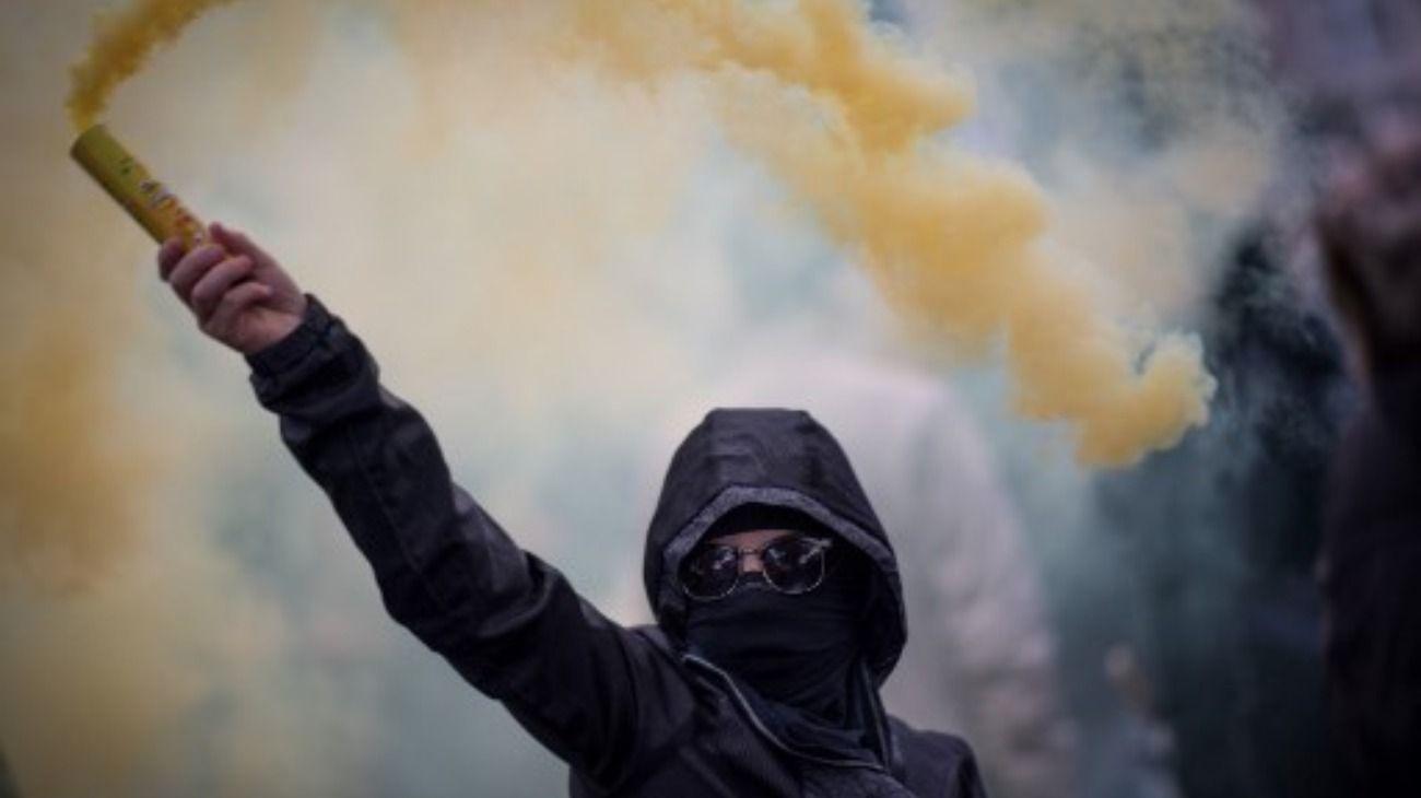 Marcha y violencia en el aniversario de los chalecos amarillos en Francia