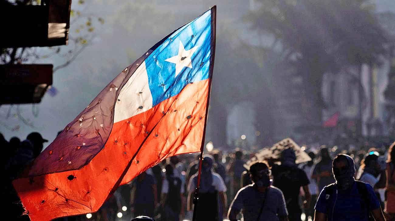 Los 30 días en la calle que torcieron el brazo del modelo de Chile