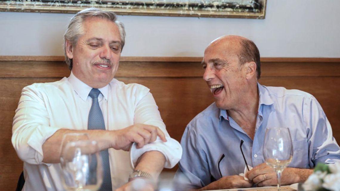 Alberto Fernández (left) and Uruguayan presidential candidate Daniel Martínez.