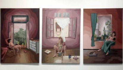 El cuerpo femenino en tres momentos de rituales cotidianos bajo la mirada de la mujer. Obra de Florencia Durán.