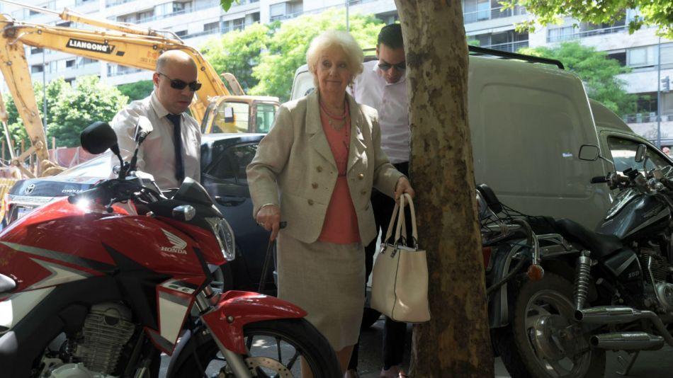 Estela de Carlotto al ingresar a la reunión con Alberto Fernández.