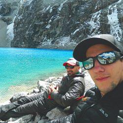 Los montañistas en la Laguna 69 durante un trekking de aclimatación.