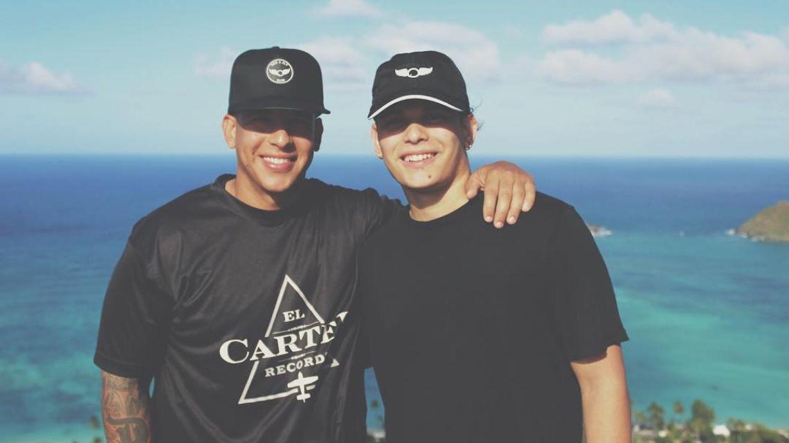 Daddy Yankee posó junto a su hijo mayor y revolucionaron las redes por su gran parecido