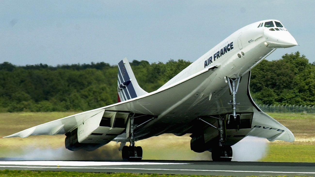 Su primer vuelo transatlántico fue el 22/11/1977