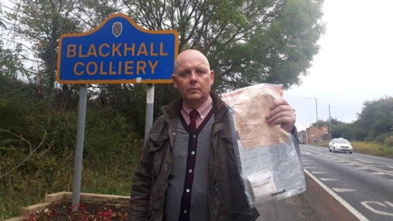 Hace 5 años que aparecen sobres con dinero en un pueblo y los vecinos lo devuelven