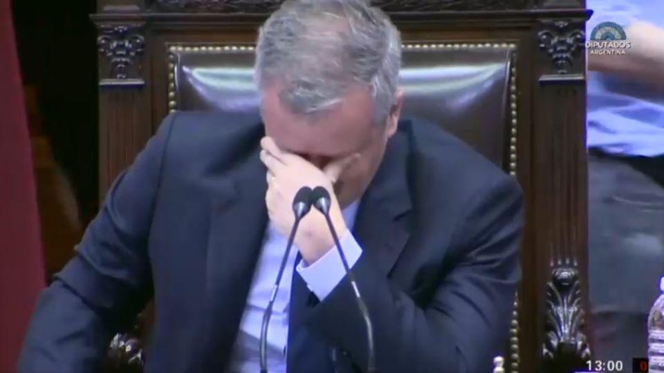 Emilio Monzo Llorando