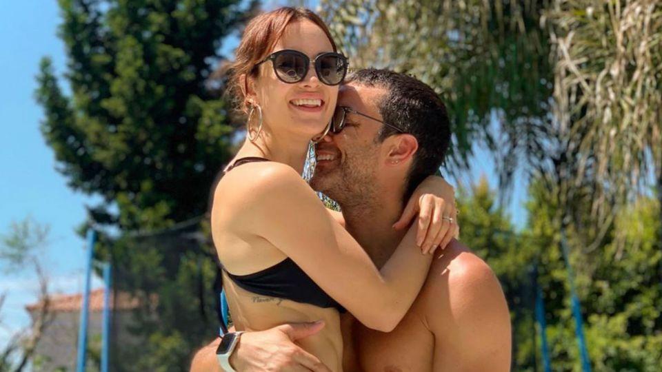 Lomazos al sol: Mariano Martínez y Camila Cavallo mimosos en el agua