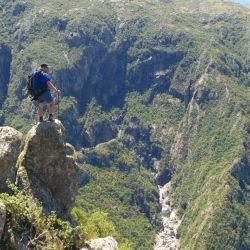 Entre las propuestas deportivas habrá trekking a Los Gigantes y al Cerro Uritorco: la cumbre más alta de las Sierras Chicas.