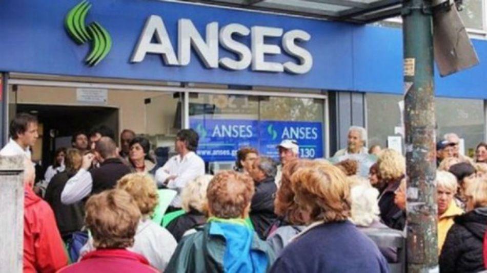 Jubilados en el Anses