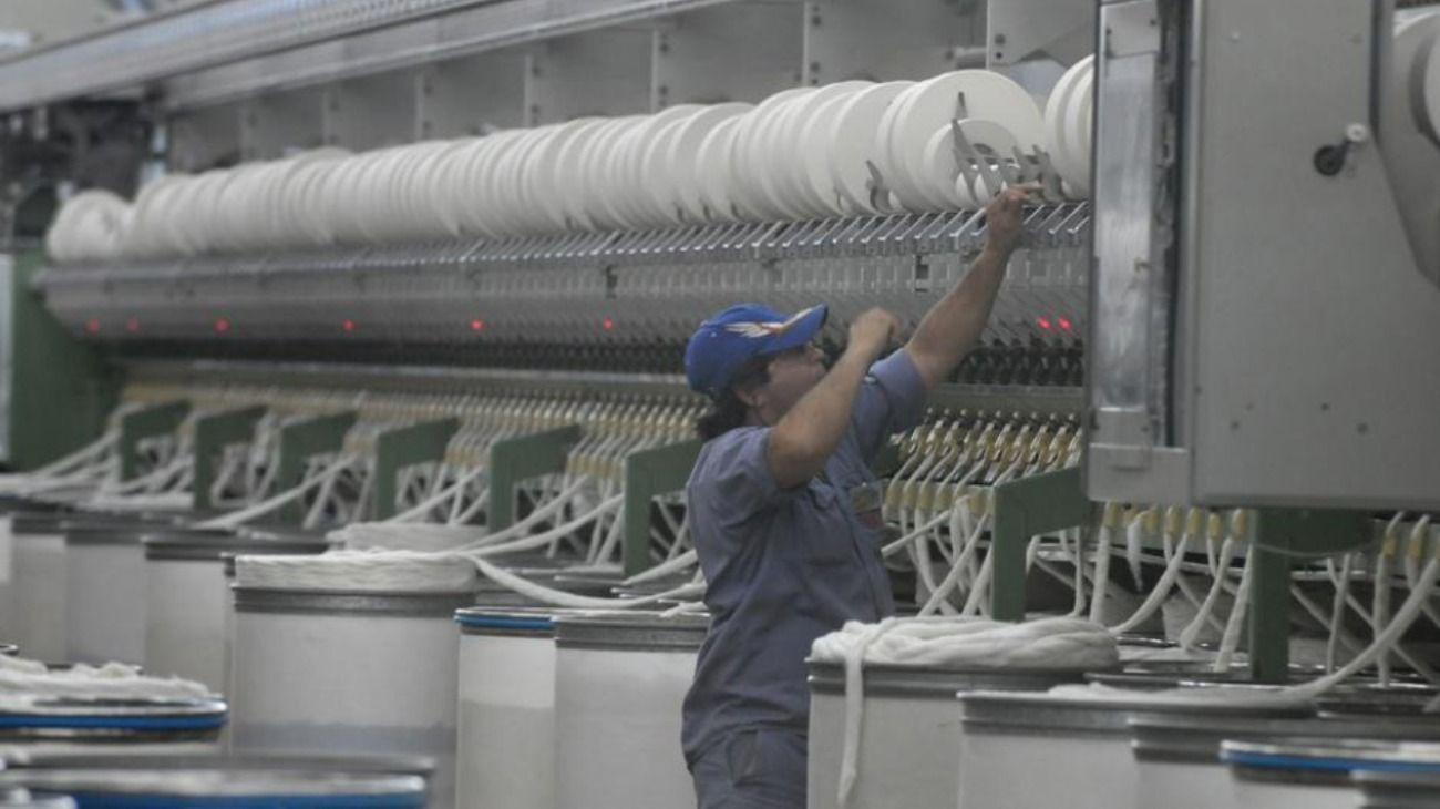 El empleo industrial atraviesa un momento crítico.