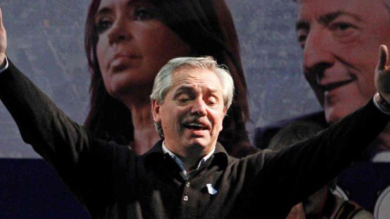 Alberto Fernández con CFK y Néstor de fondo   Foto:cedoc