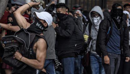 Según los datos de la Policía, por el momento son 79 los heridos -42 civiles y 37 policías- y 36 los detenidos en el marco de las protestas, que tienen como principales puntos el deterioro de las pensiones y los salarios, el incumplimiento de los acuerdos con los estudiantes.