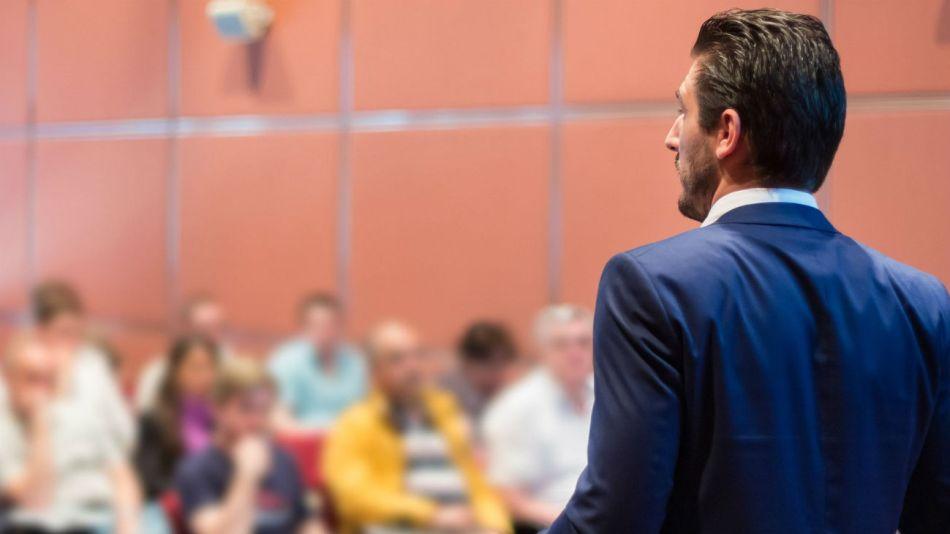Cómo ser un buen orador para ganar en los negocios