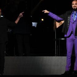 Abel Pintos junto a su hermano Ariel en el segundo de los shows sinfónicos en el Movistar Arena.