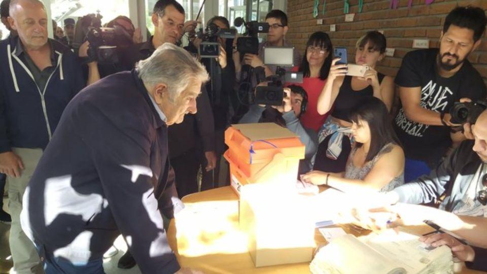 """Votación de José """"Pepe"""" Mujica en Uruguay."""