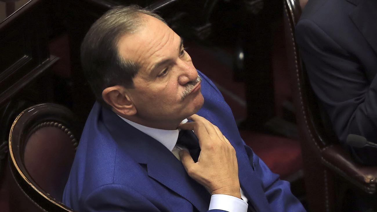 Alperovich pidió licencia en el Senado tras la denuncia por violación