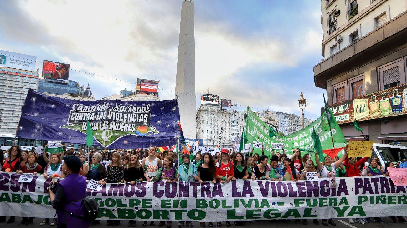 Marchas masivas en todo el país por el Día de la Eliminación de la Violencia contra las Mujeres