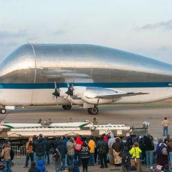 El Super Guppy es un enorme avión de que fue capaz de llevar en su interior la nave espacial con la que esperan volver a llevar humanos a la Luna.