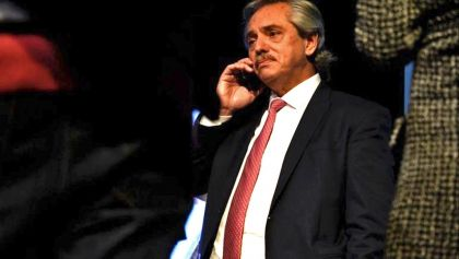 Alberto Fernández con teléfono 20191128