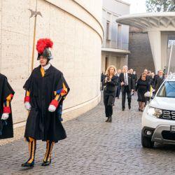 El Grupo Renault entregó un Dacia Duster 4x4 al Papa Francisco en el Vaticano.