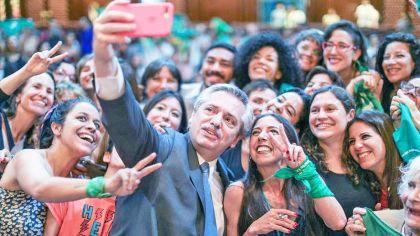 20191130_fernanez_alberto_selfie_cedoc_g.jpg