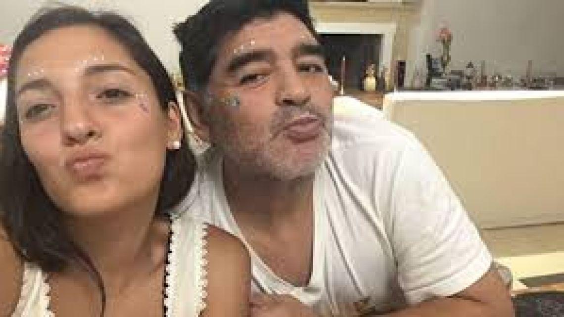 Jana Maradona protagonizó una producción de fotos como modelo de lencería