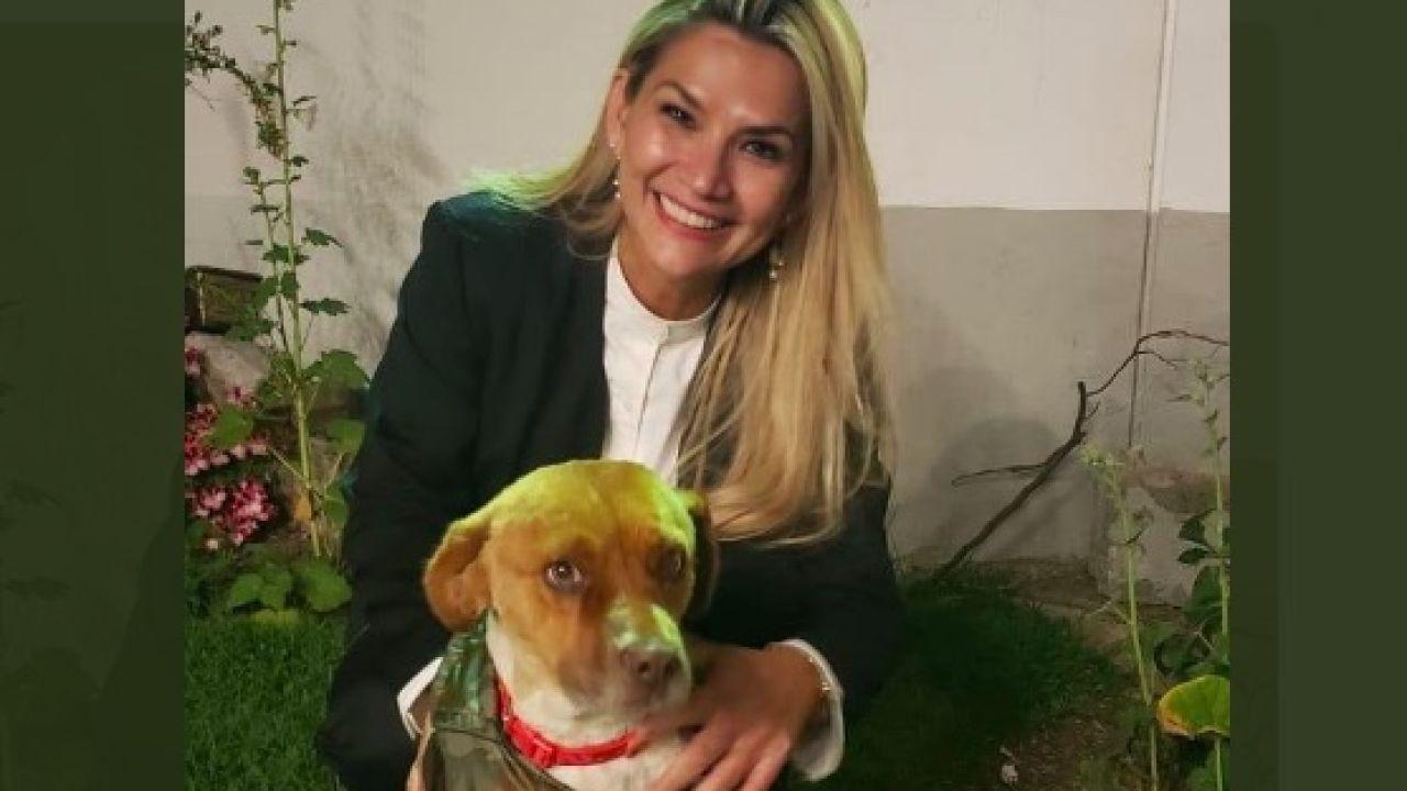Jeanine Añez y mascota   Foto:Cedoc