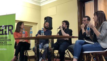 Oliver Guez, Felipe Pigna y Felipe Celesia junto a la periodista Fernanda Nicolini.