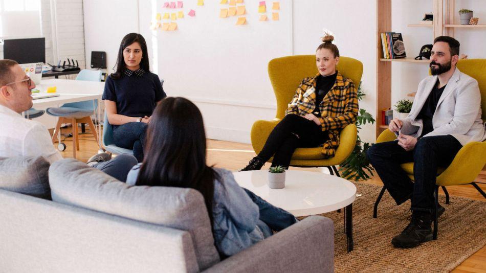 La mujer se incorporó al mundo laboral hace décadas pero aún no ocupa puestos de liderazgo en la mayoría de empresas.